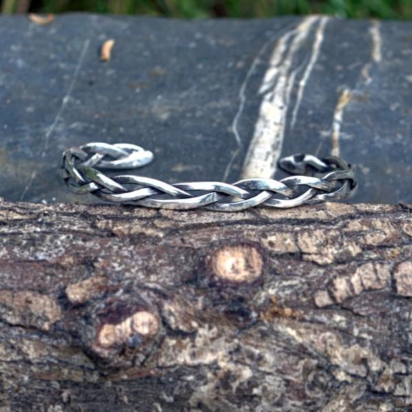 Geflochtener Armreif aus 935er Silber